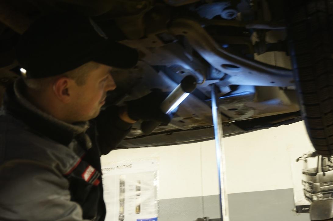 вакансии грузовых автослесарь автомобилей по ремонту